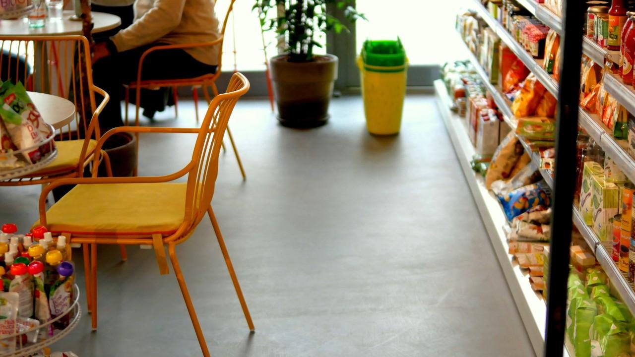 mikrocement w kawiarni / sklepie