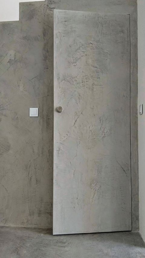 betonowe drzwi