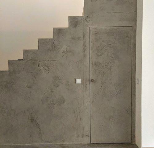 Betonowe drzwi - drzwi ukryte wykończone mikrocementem