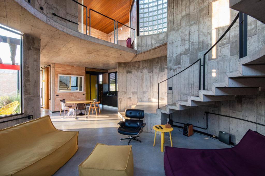 Beton dekoracyjny - inspiracje do salonu