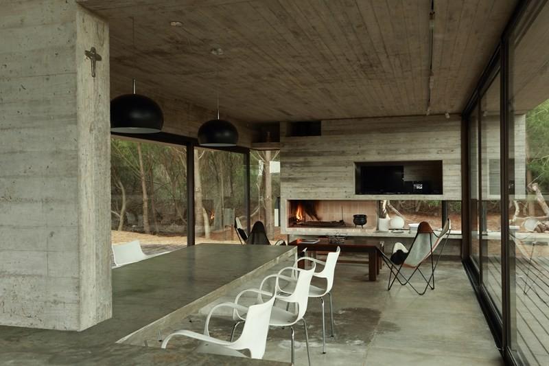 Beton dekoracyjny w kuchni otwartej na salon